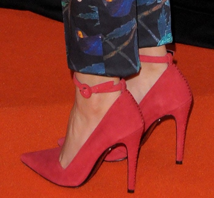 Victoria Justice shows off her feet in Alice + Olivia pumps