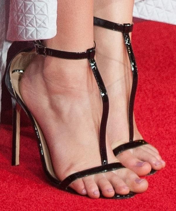 Jennifer Lawrence showing off her pedicure in ill-fitting Manolo Blahnik sandals