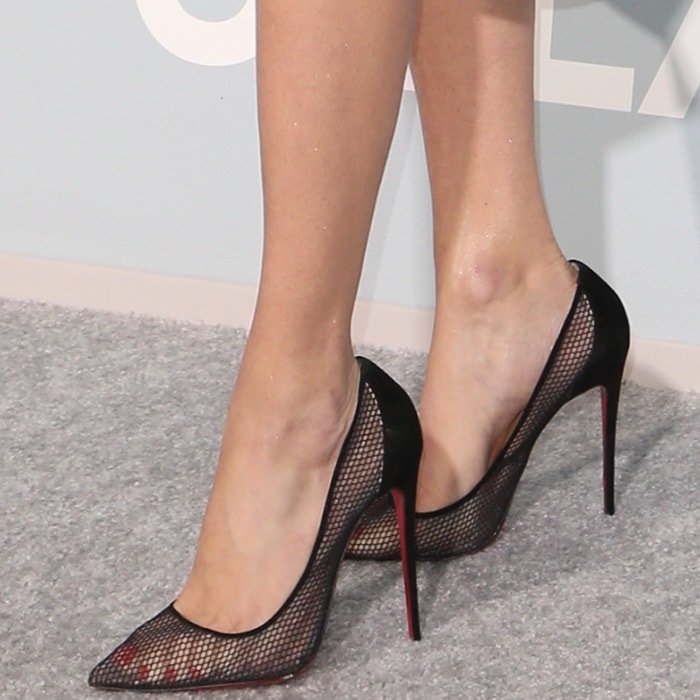 Adriana Lima's sexy feet in Follies Resille pumps