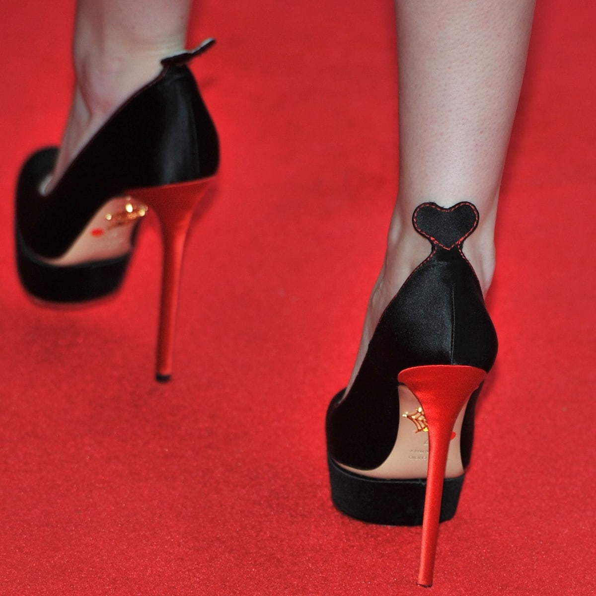 Anna Kendrick boosts her height in Charlotte Olympia high heels