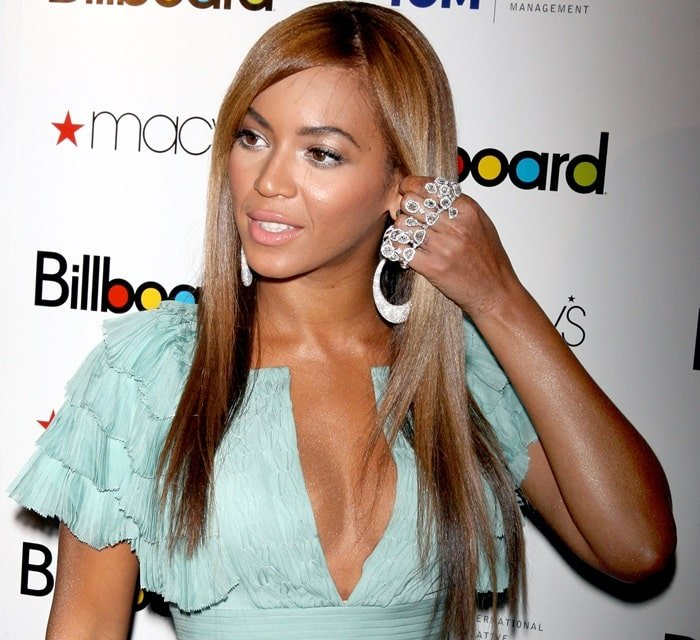 Beyonce arrives at Billboard's 4th Annual Women In Music event at The Pierre Hotel on October 2, 2009 in New York City