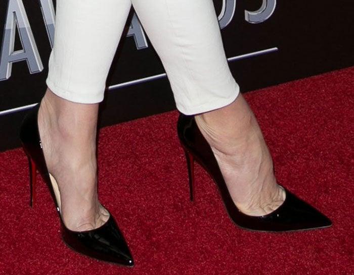 Gwen Stefani shows off her feet in Christian Louboutin pumps