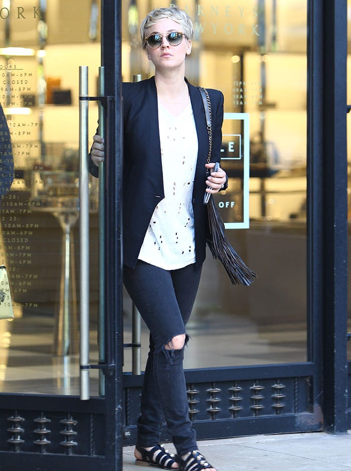 Kaley Cuoco shopping at Barneys New York in Beverly Hills on December 22, 2014