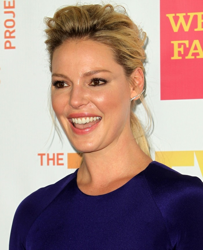 Katherine Heigl in a breathtaking sapphire-hued gown from Kaufmanfranco