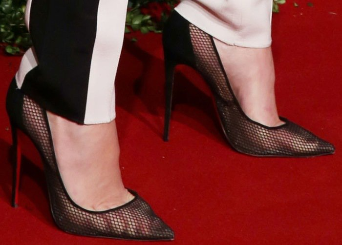 Kendall Jenner's spider toes in Follies Resille 100 pumps