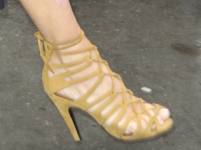 Kim Kardashian displays her toes in tan suede shoes