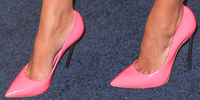 Kim Kardashian reveals toe cleavage in pink Casadei pumps