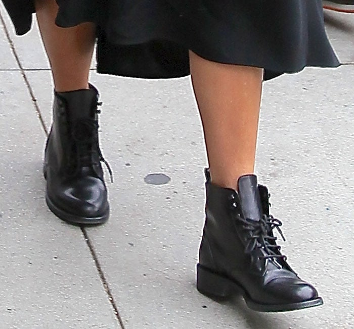 Kourtney Kardashian shows off her hot legs in black boots
