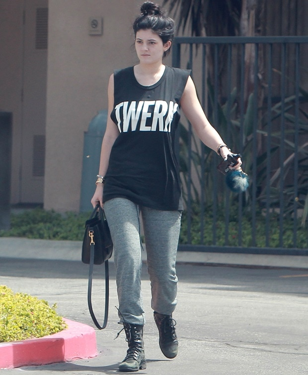 "Makeup-free Kylie Jenner leaving the gym wearing a ""Twerk"" t-shirt"