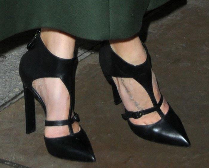 LeAnn Rimes rocks blackCasadei cutout shoes