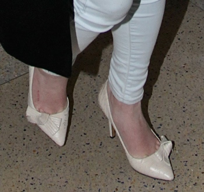 Lindsay Lohan shows off her feet in ivory shoes at the airport