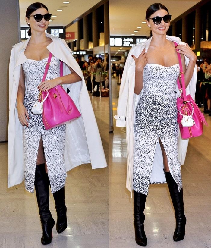 Miranda Kerr totinga vibrant pink handbag from Samantha Thavasa