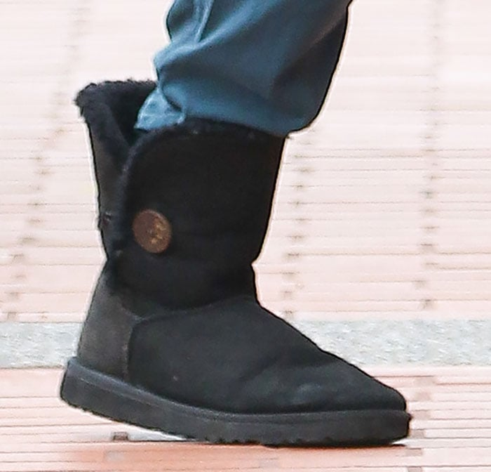 Nikki's boots are made of twin-face sheepskin with genuine shearling and wool lining