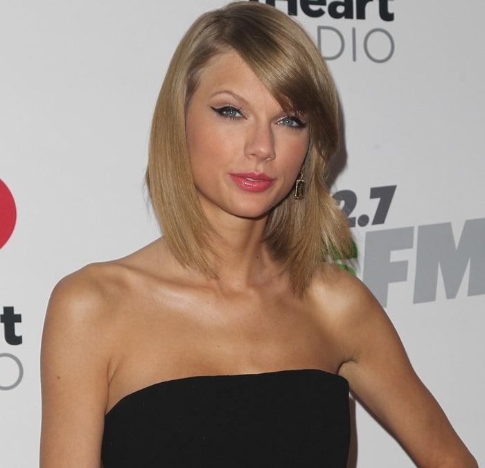 Taylor Swift wearingSuzanne Kalan earrings at KIIS FM's Jingle Ball