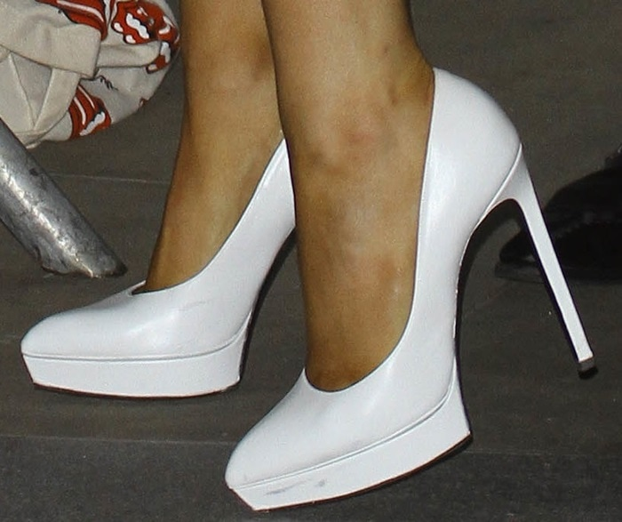 Ariana Grande shows off her feet in whiteJanis pumps