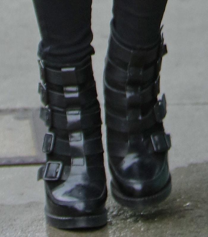ashlee simpson shopping shoe