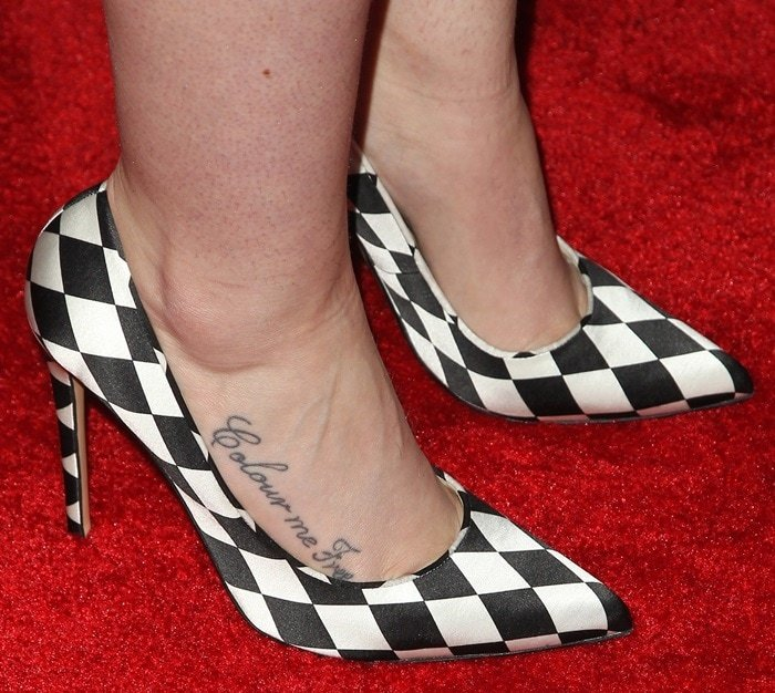 Iggy Azalea shows off her feet in black-and-white checkered shoes