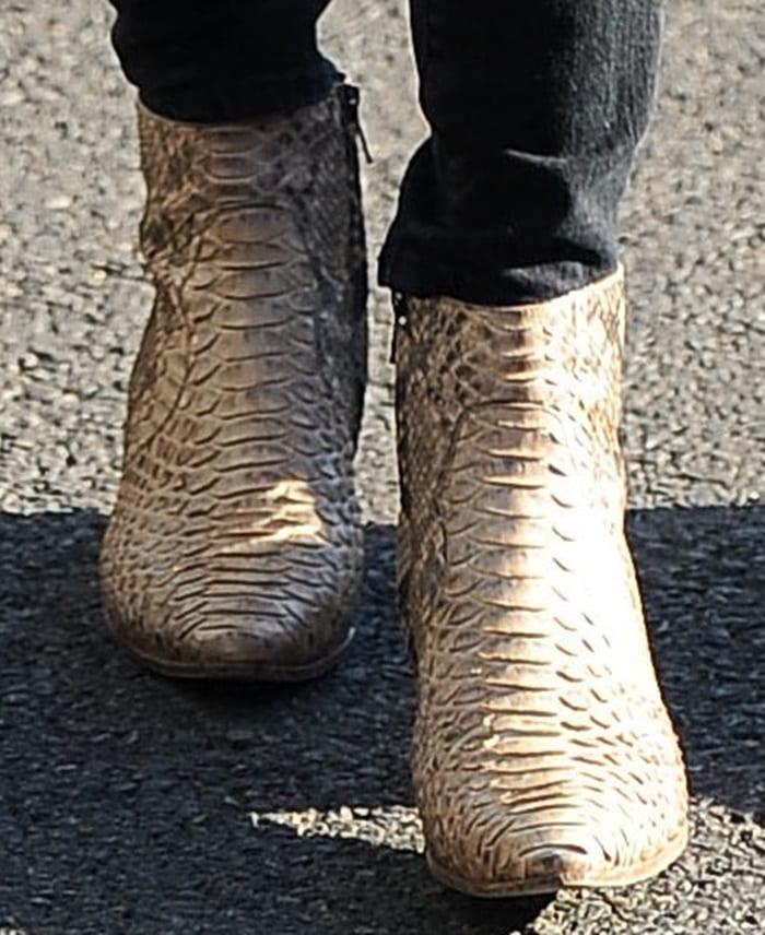 Kendall Jenner rocksRock ankle boots in honey snake print