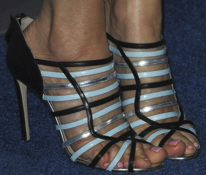 Leslie Mann's sexy feet in multicolored strappy Burak Uyan sandals