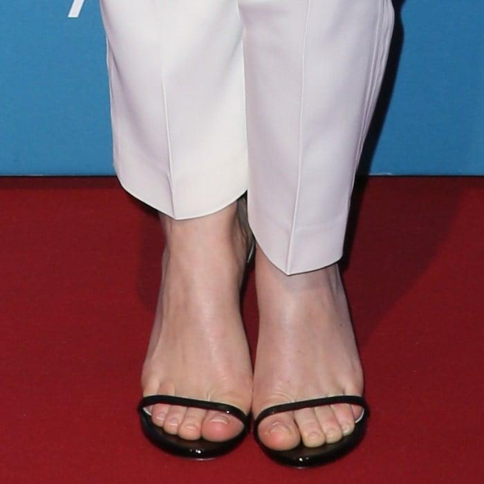 Felicity Jones' hot feet in black sandals