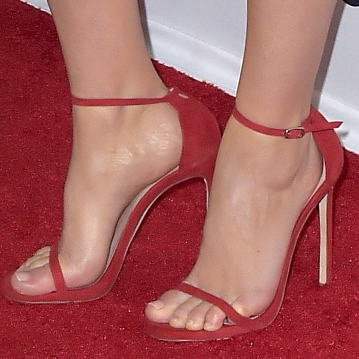 Felicity Jones' sexy toes in red stiletto sandals