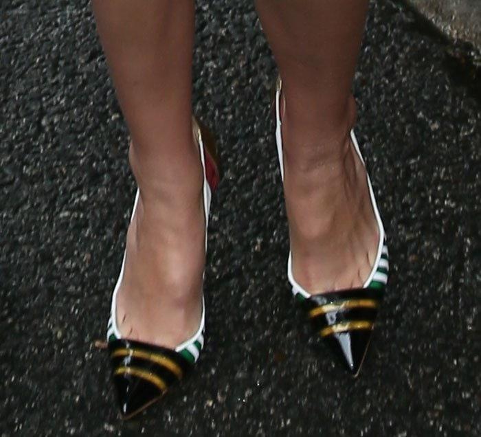 Gigi Hadid's toe cleavage in multicolored pumps