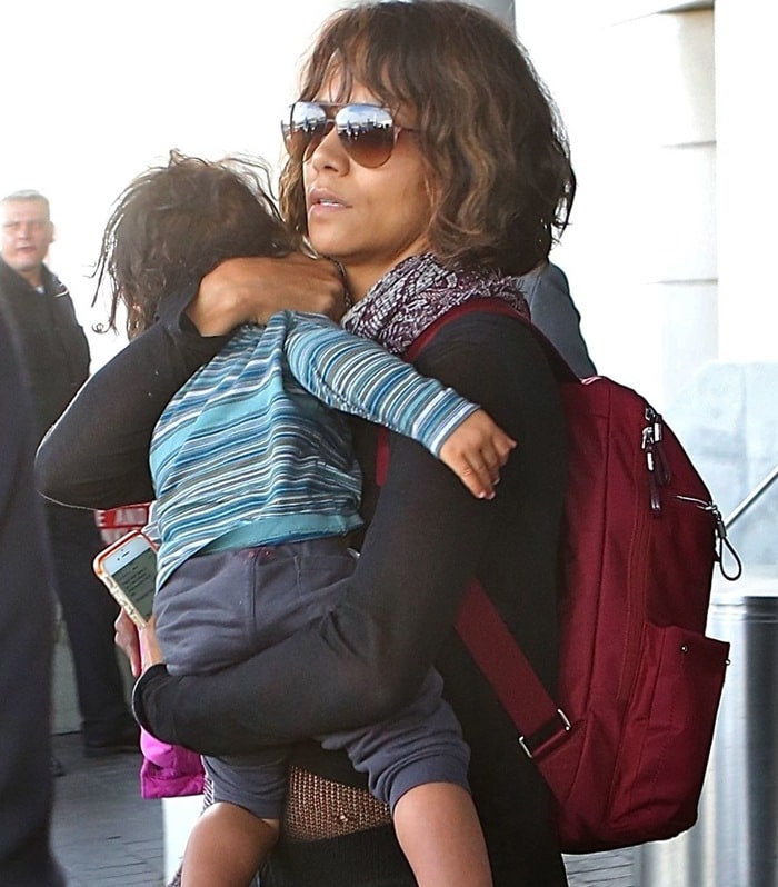 Halle Berry arriving at Los Angeles International Airport (LAX) with her family on January 4, 2015