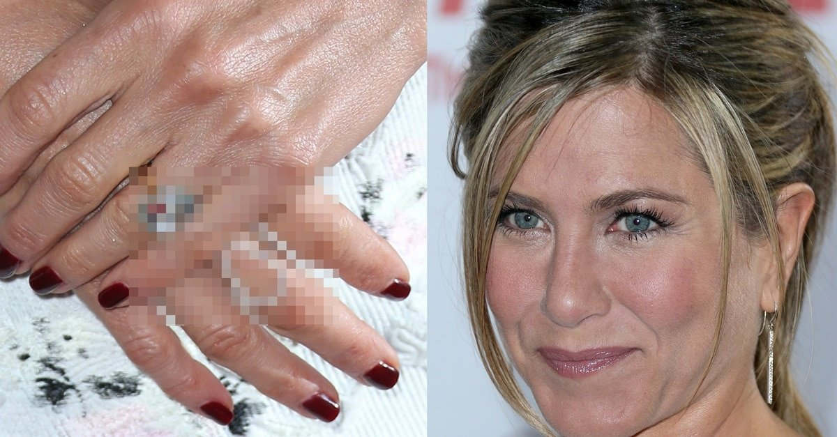 Jennifer Aniston Shows Off $500,000 Engagement Ring in Christian ...