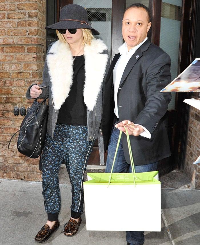 Jennifer-Lawrence-leaving-NYC-hotel