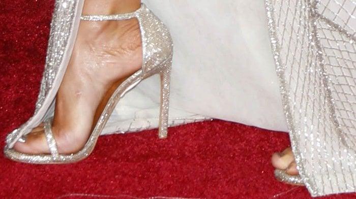Jennifer Lopez's sexy feet in Nudist sandals