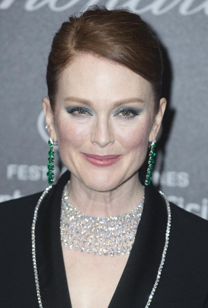 Julianne Moore'sdiamond-trimmed suit andemerald earrings