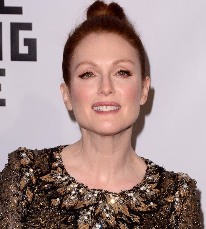 Julianne Moore's topknot and vintage style dress