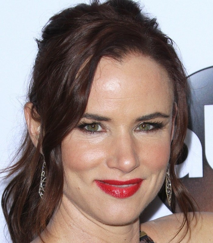 Juliette Lewis'flaming-hot red glossy lip