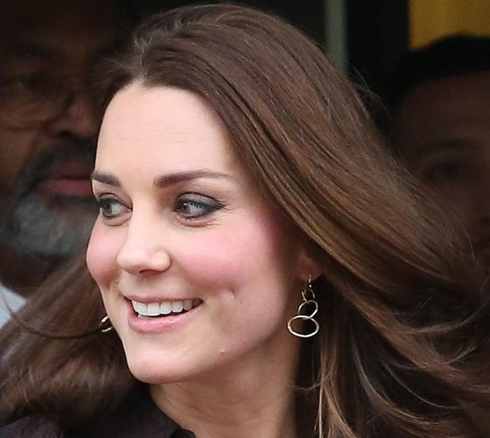 Kate Middleton'sgold plated Lolita loop earrings