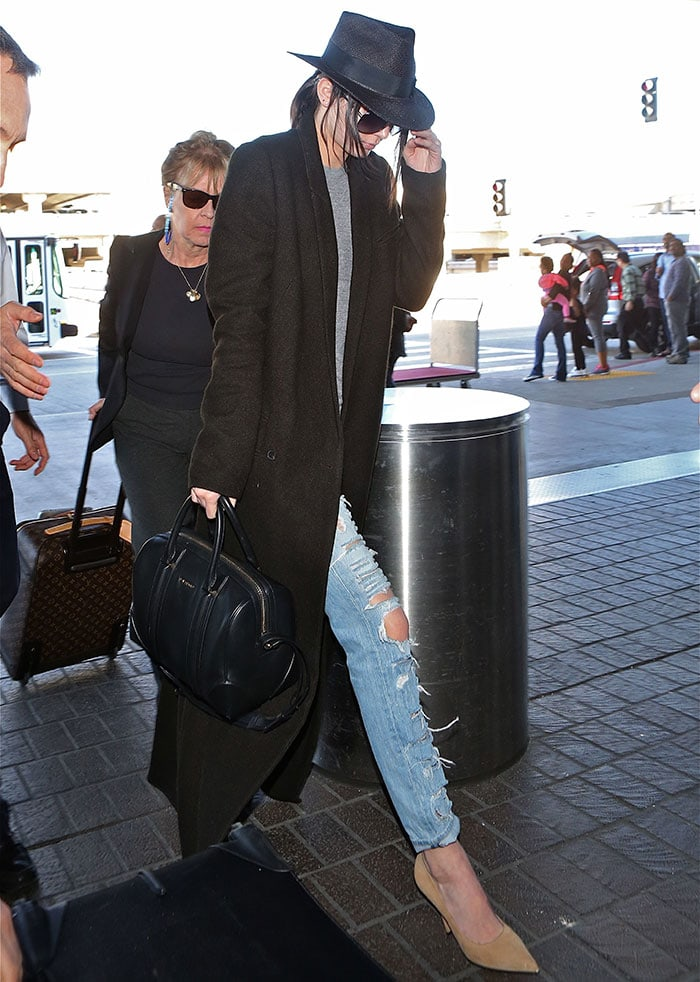 Kendall Jenner departs from Los Angeles International Airport (LAX) carrying a Givenchy 'Lucrezia' bag on January 24, 2015