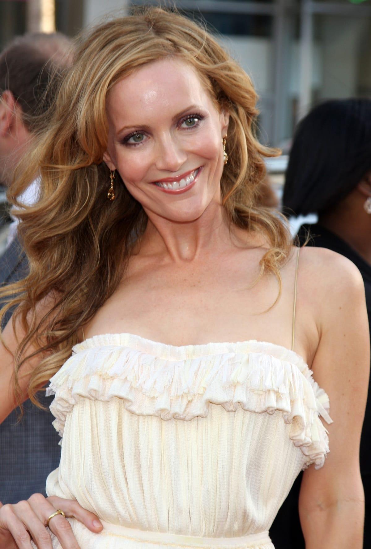 "Actress Leslie Mann arrives at the Los Angeles Premiere ""17 Again"""