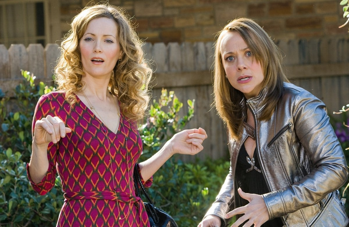 """Leslie Mann as Scarlet O'Donnell and Nicole Sullivan as Naomi (pronounced """"Nay-o-me"""") in 17 Again"""