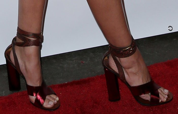 Lily Aldridge showed off her pretty feet on the red carpet