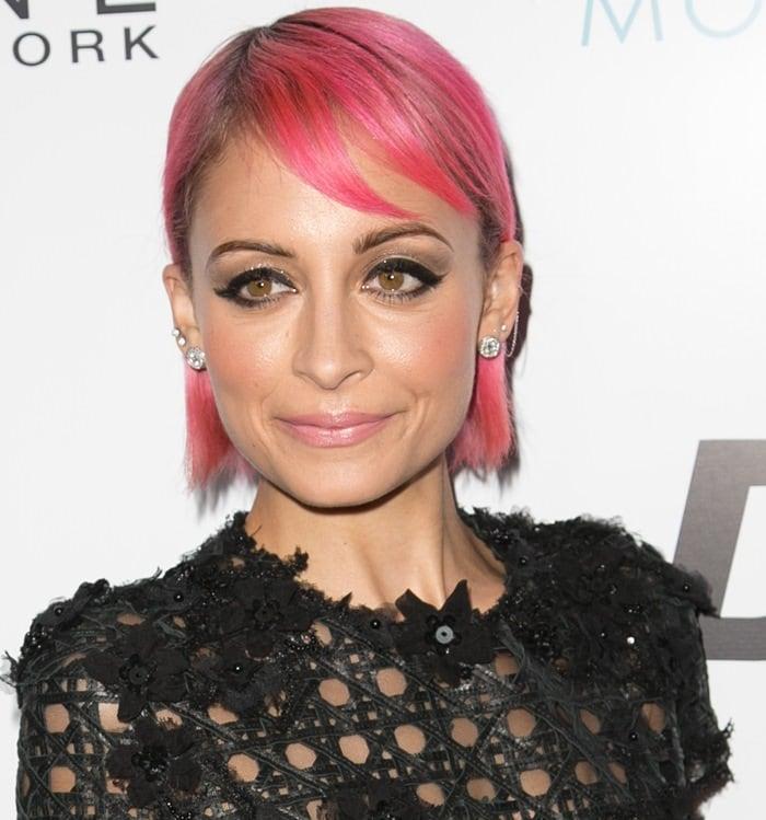 Nicole Richie S Short Pink Hair In Alfredo Villalba Textured Dress