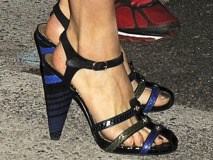 Sienna Miller's hot feet in Sonia Rykiel sandals with stripes covering the heels