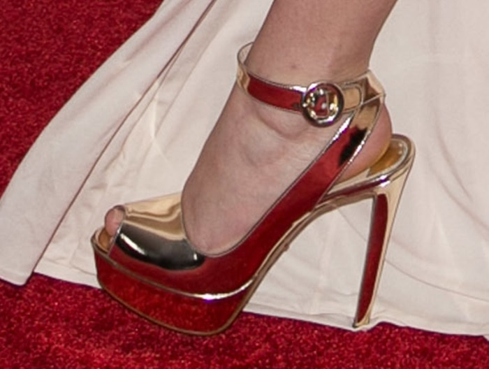jennifer lawrence pga awards shoe