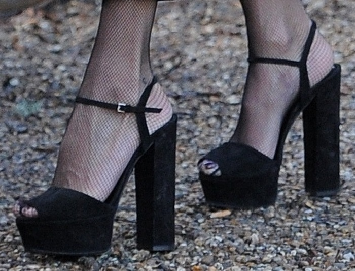 Kate Moss rocks black Gucci platform sandals