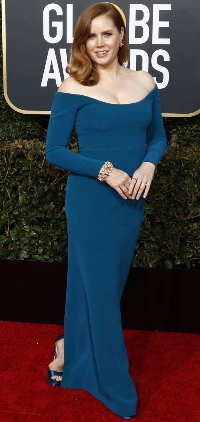 Amy Adams'blue Calvin Klein off-the-shoulder dressat the 2019 Golden Globe Awards at the Beverly Hilton Hotel in Beverly Hills, California, on January 6, 2019