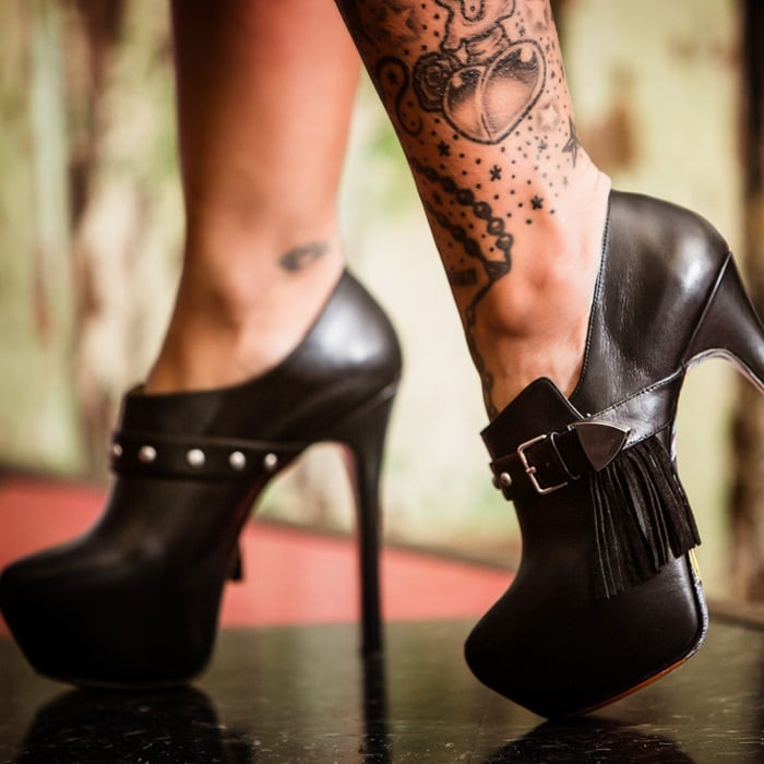 Anisa Black Pumps