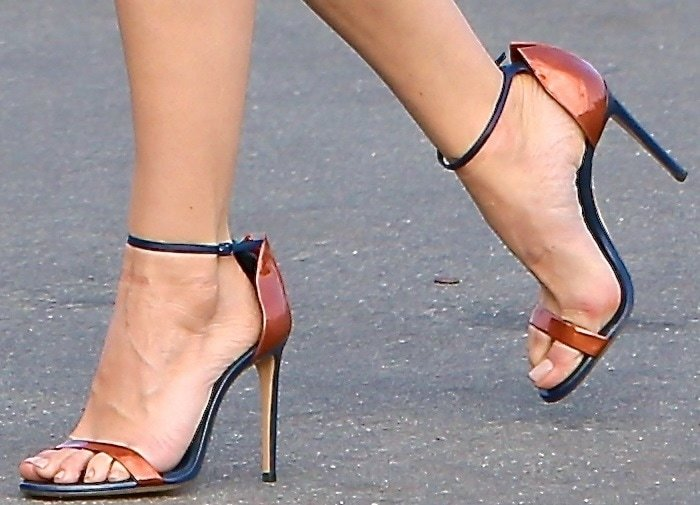 Aubrey Plaza's sexy feet in Casadei heels