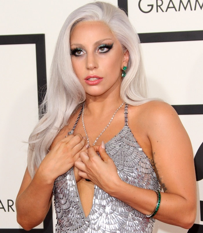 Lady Gaga also wore emerald and diamond earrings by Lorraine Schwartz