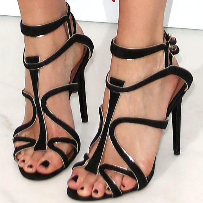 """Leigh Lezark's sexy feet in Tabitha Simmons """"Jasmine"""" sandals"""