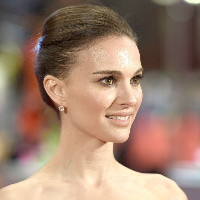 Natalie Portman going minimalistic with jewelry in diamond stud earrings