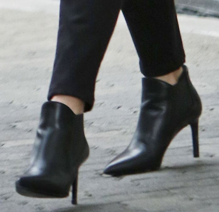 Reese-Witherspoon-Saint-Laurent-Chelsea-Boots