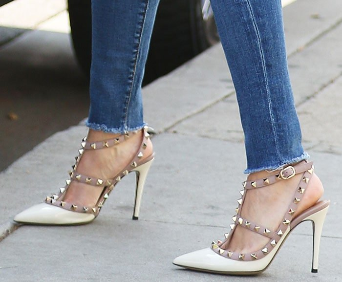Reese Witherspoon Runs Errands In Valentino Rockstud Pumps